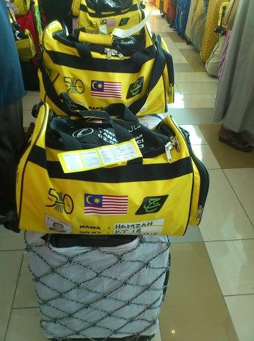 2 bagasi setiap seorang mengiringi pemusafiran kami.