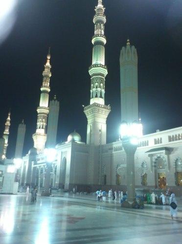 Mesjid Nabawi di waktu malam