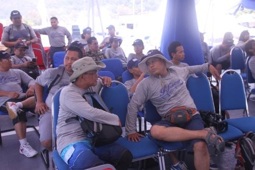sebahagian daripada 36 orang peserta sedang mmenunggu untuk mendengar taklimat dari pihak kapal