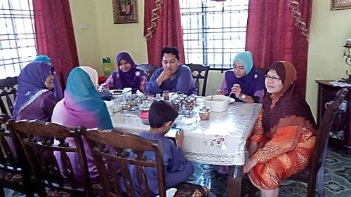 Keluarga Ridhwan dan keluarga Rashid