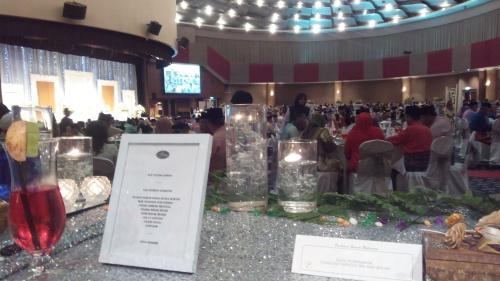 Suasana majlis makan malam dalam dewan felda